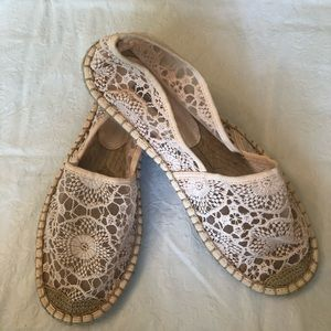 FOREVER 21 LACE FLATS